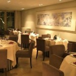 Culinair arrangement met hotelkamer